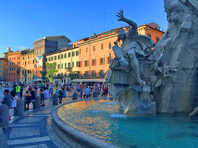 People at the Piazza Novana, a must-see place in Rome