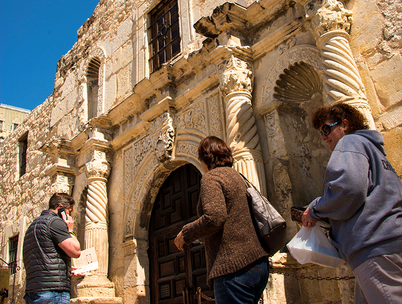 visiting the Alamo, one of the things to do in San Antonio on a budge